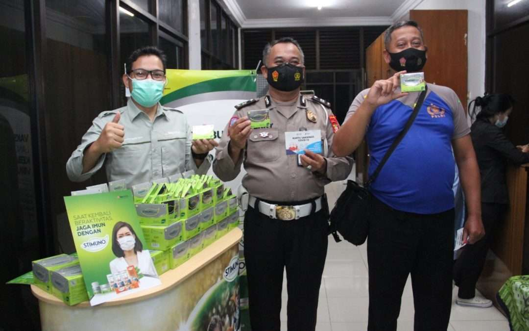 Indonesian National Police and Health Workers Get Vaccines and Maintain Body Immune