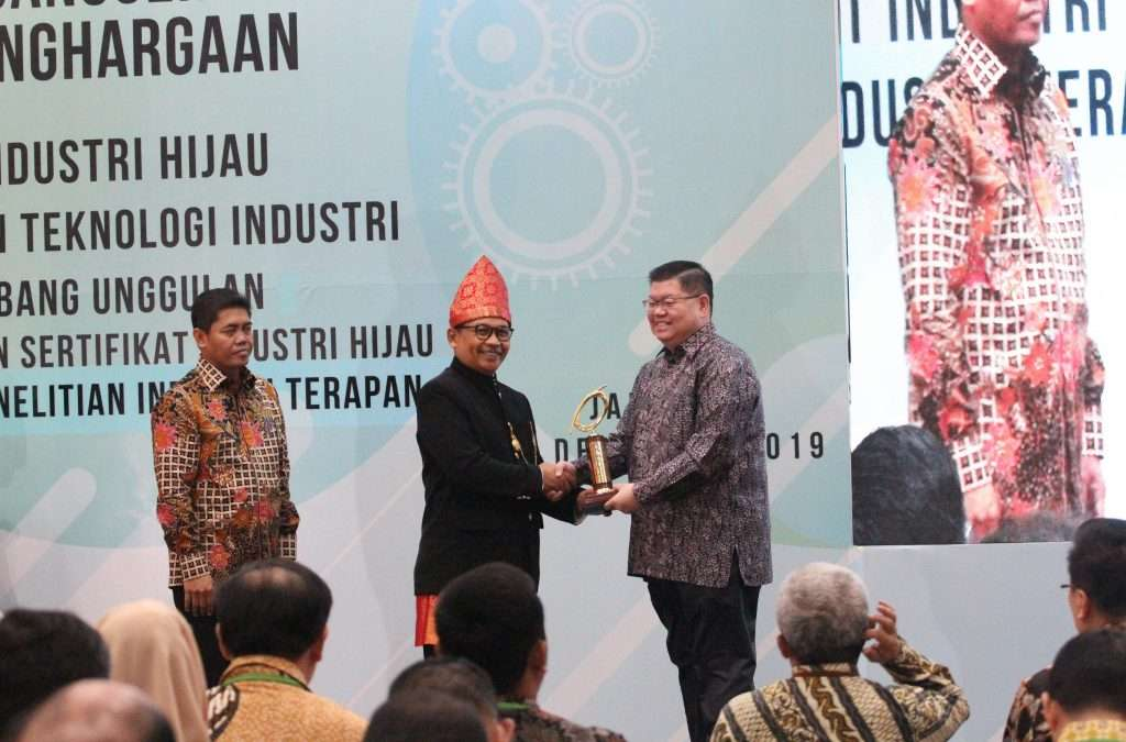 Dexa Group Awarded The Technology Pioneer by Ministry of Industry Indonesia